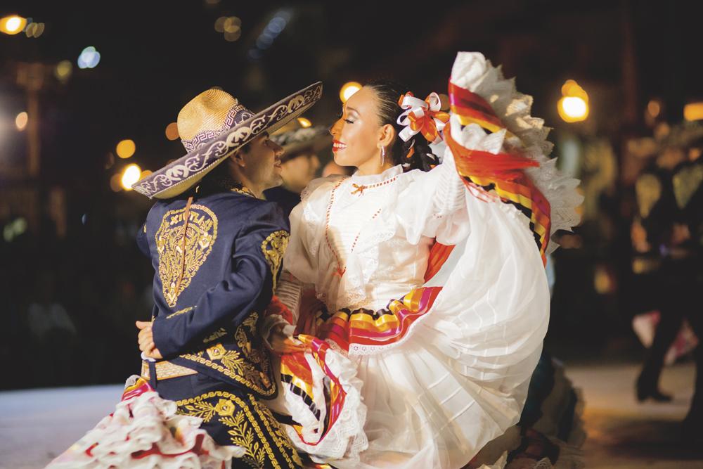 ffe2eb2a20 Bailes folclóricos de México  Trajes y elementos - Vallarta Lifestyles